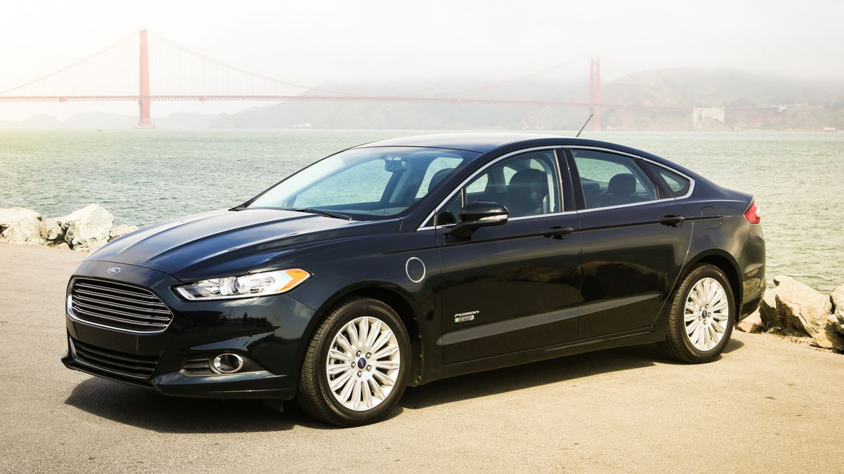 2014 Ford Fusion Energi Review: Ford Fusion Energi Dips Foot