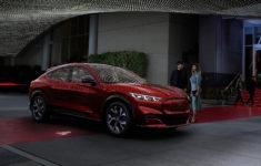 Mustang Mach-E 2021 : Une Révolution Électrique Chez Ford